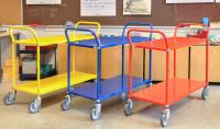 Farbiger Wagen mit 2 Böden, 2 Ebenen, 900 x 440 mm, 250 kg Tragfähigkeit, Verzinkt, mit Bremsen